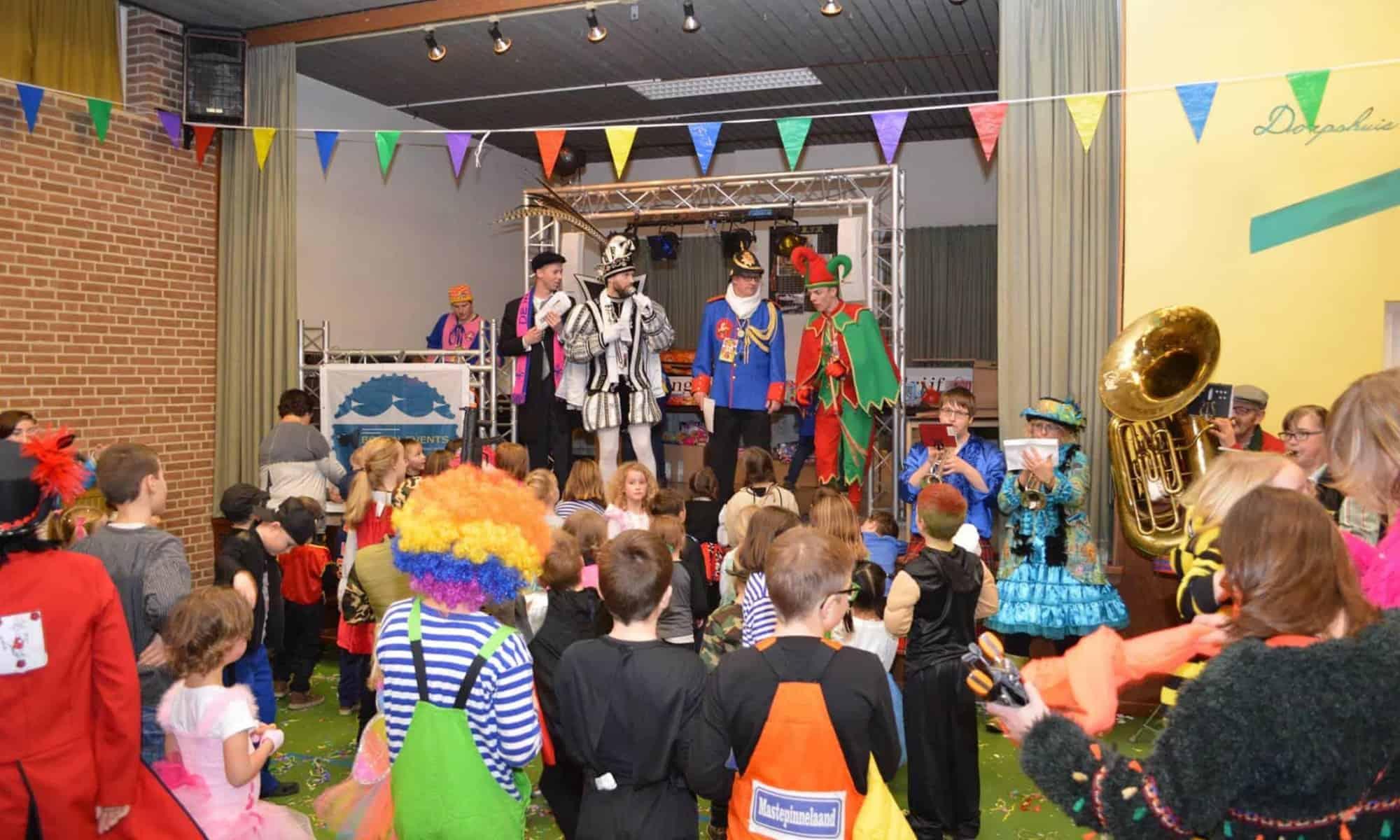 Kindermiddag carnaval Wouwse Plantage, spelen